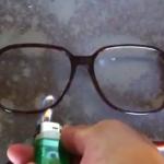 セルロイド製のメガネは発火性が高いというけど燃えるとどうなる?