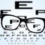 乱視かどうかの視力検査、パソコンを使って簡単にすることができます