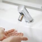 水道水でソフトコンタクトレンズを洗っちゃいけない理由とは?