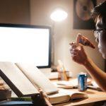 暗い部屋で読書をしていると目が悪くなるというのは本当か?