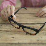 近視の人は「老眼」にならないというのは本当なのか?